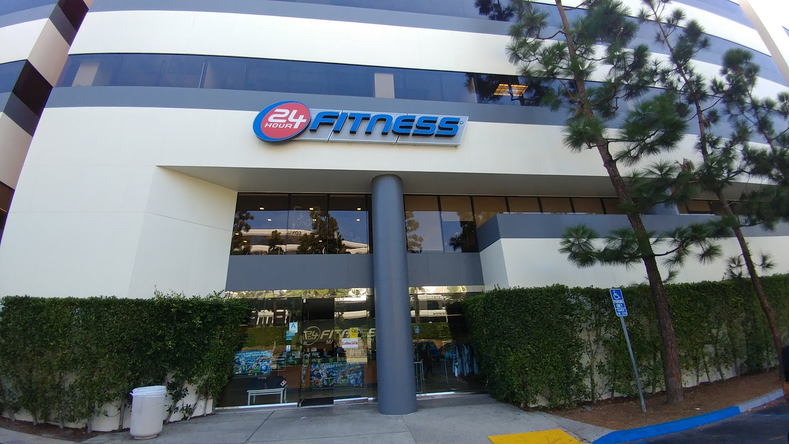24 Hour Fitness Super Sport - photo